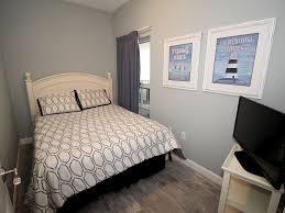 boardwalk 4 bedroom 3 bath 6th floor slee vrbo third bedroom with queen size bed and flat screen tv