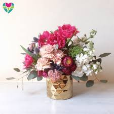 Table Flower Expert Tips For Picking The Best Floral Arrangement For Mother U0027s Day