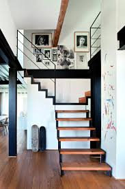 escalier peint 2 couleurs l u0027effet du noir dans la décoration marie claire
