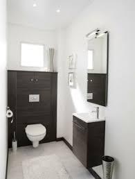 wc design a kis wc felett lehet így is bútorozni hogy hagyunk egy polcnyi