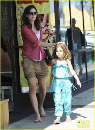 michelle monaghan visits the nail salon with willow photo 2896888