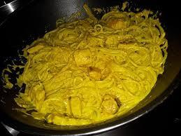 cuisiner la seiche fraiche recette de spaghettis aux seiches en sauce curcuma