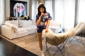Kim Kardashian New Home Decor Kourtney And Khloé Kardashian Give A House Tour Of Their Homes