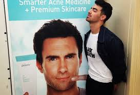 Adam Levine Meme - photos men everywhere are pretending to get intimate with adam