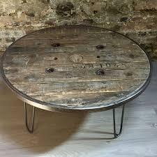 touret bois deco table basse réalisée avec un touret en bois cerclage métallique
