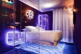 hotel chambre avec miroir au plafond machine s nos hôtels à en en large et en travers