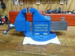 this is a starrett 015 newer model starrett vise 5 1 2 inch jaws