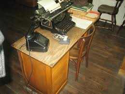 Secretarys Desk Oscar Schindler S Desk Picture Of Oskar Schindler S