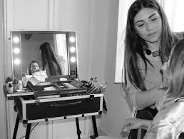 Makeup Artist Station Why Get A Makeup Station With Lights 5 Good Reasons