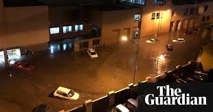 traffic light mt clemens flash flooding hits hobart after torrential rain snow falls in nsw