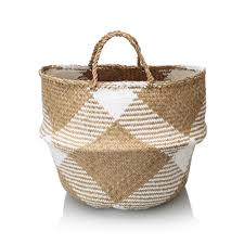take a lesson from these sea grass baskets in how to handle