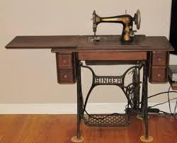 Vintage Singer Sewing Machine Cabinet Identifying Vintage Sewing Machines Antique Sewing Machines You