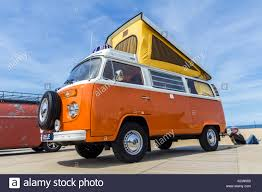 volkswagen bus beach vw kombi stock photos u0026 vw kombi stock images alamy