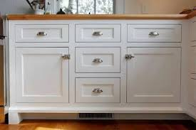 shaker style kitchen cabinet pulls 29 catchy kitchen cabinet hardware ideas 2021 a guide for