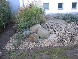 gartengestaltung mit steinen und grsern vorgarten mit steinen und gräsern garten gräser