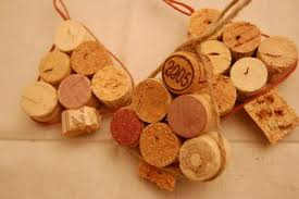 5 cool diy decorations made of wine corks shelterness