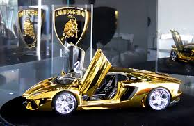 who made the lamborghini aventador golden lamborghini