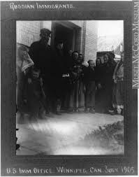 bureau d immigration mp 1980 208 3 immigrants russes au bureau d immigration