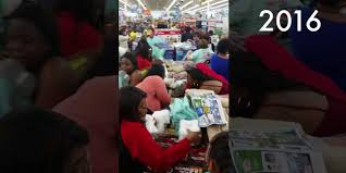 black friday fights in walmart video walmart shoppers fight over towels black friday 2016