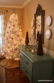 White Christmas Tree With Orange Decorations by 25 Christmas Tree Decorating Ideas Christmas Decorating