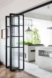 designer fliesen 1offene küche trennen harmonikatür glas parkett fliesen weiß