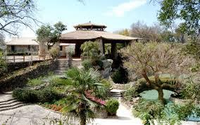 Backyard Botanical Complete Gardening System Austin Botanical Garden Weddings Everlasting Elopements