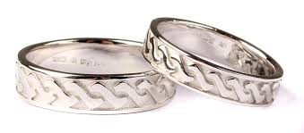 claddagh set 9 ct white gold claddagh wedding ring set celtic desire
