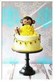 instead of cake serving monkey themed cupcakes is a great idea