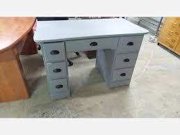 bureau repeint bureau 7 tiroirs repeint en gris meubles bureau destock