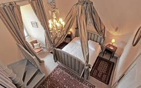 chateau de chambres maison d hôtes auvergne dormir au château de saturnin