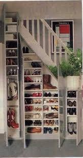 Placard Sous Escalier Avec Tablettes Un Rangement Chaussures à Aménager Sous L Escalier