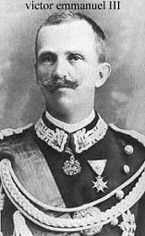 Zogu, yaveri Mehmed Orhan'ın da yardımıyla önce Yunanistan'a sonra da Mısır, İngiltere ve Fransa'ya kaçtı. - 13