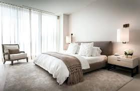 deco chambre taupe et beige chambre taupe lit capitonn en velours marron et cadres blanc deco
