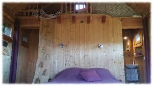 chambre cabane dans les arbres cabane arbres lit mezzanine oustaou de joséphine