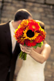 fall bridal bouquets 15 fall wedding bouquet ideas for autumn brides