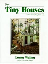 lester walker tiny book of tiny houses lester walker 9780879515102 amazon com