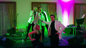 wedding band play how does a wedding band play for singing guitarist and dj