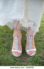 wedding shoes for grass wedding shoes on grass at a golf course wedding in oregon