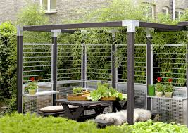 Trennwand Garten Glas Garten Im Quadrat Moderner Sichtschutz Und Spaliere
