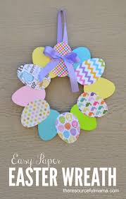 Easy To Make Decorations For Easter by This Paper Easter Wreath Is A Great Easter Craft For Kids And