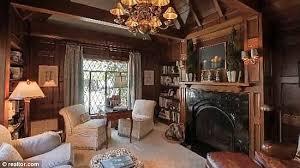 Tudor Interior Design Kate Hudsons Cute Englishstyle La House - Tudor home interior design