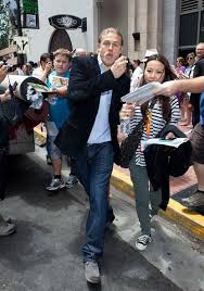 charlie hunnam photos photos charlie hunnam attracts fans at