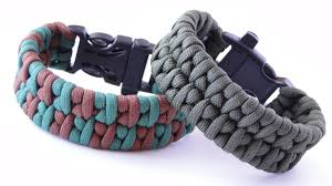 make paracord bracelet youtube images How to make a borneo fishtail paracord survival bracelet with jpg