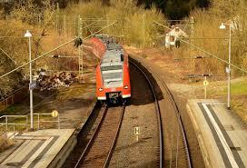Mosbach Baden Im Bogen An Den Bahnsteig Kommt Hier Der 425 230 0 Als S2 Nach