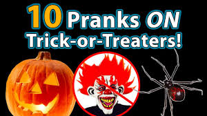 funny halloween pranks 10 top halloween pranks on trick or treaters youtube