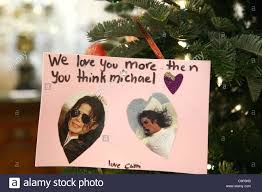 michael jackson fans leave cards gifts on tree items