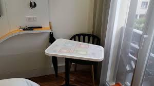 chambre avec deauville le coin table de la chambre avec jeu de dada incorporé photo de
