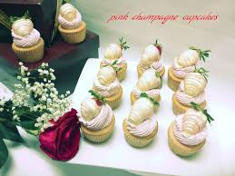 where to buy chocolate strawberries chocolate covered strawberries on champagne cupcakes delivered