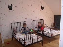 chambre pour jumeaux lit pour jumeaux evolutif pas cher ans occasion escamotable studio