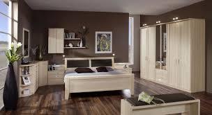 möbelprogramm für das schlafzimmer mit hohem doppelbett rapino
